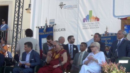 città pace betty williams dalai lama