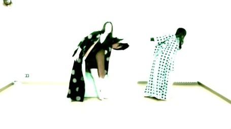 Le ballerine Iacovone e Aloia nel video di Fabrik Nomade