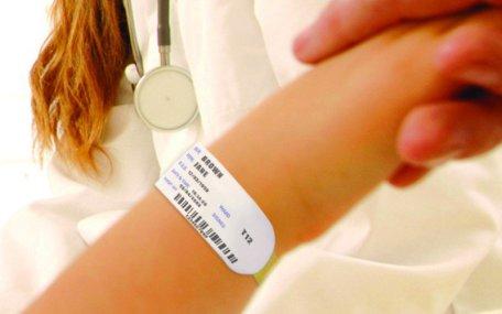 i-braccialetti-identificativi-brevettati-sato-ottengono-il-certificato-di-sicurezza--SATO_certified_wristbands-800x500_c