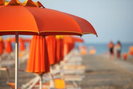 spiaggia ombrelloni mare