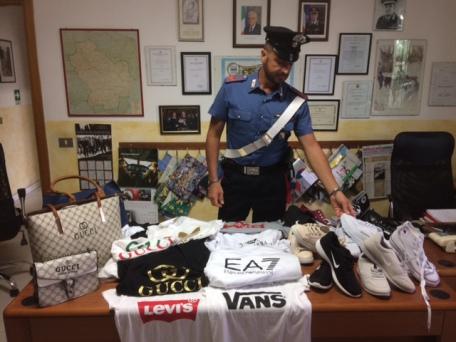 carabinieri merce contraffatta