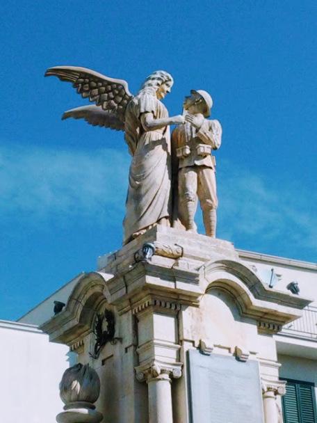 angelo con nuove ali