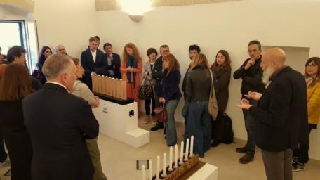 Lumi di Chanukkah Elio e Daria Carmi illustrano le opere in mostra