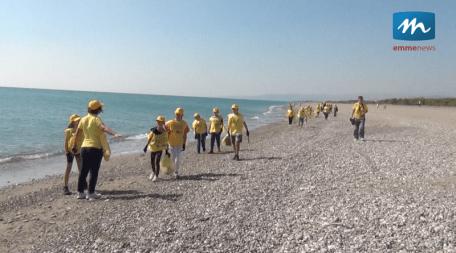 ripuliamo le spiagge