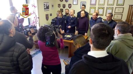 conferenza stampa cattura rapinatore