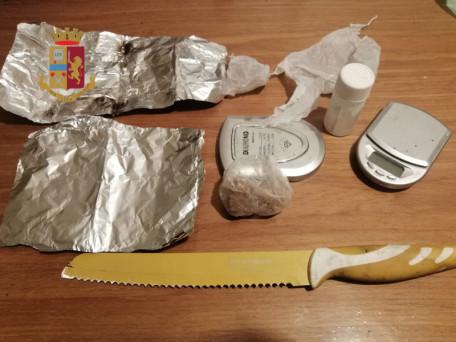 droga e altro materiale sequestrati